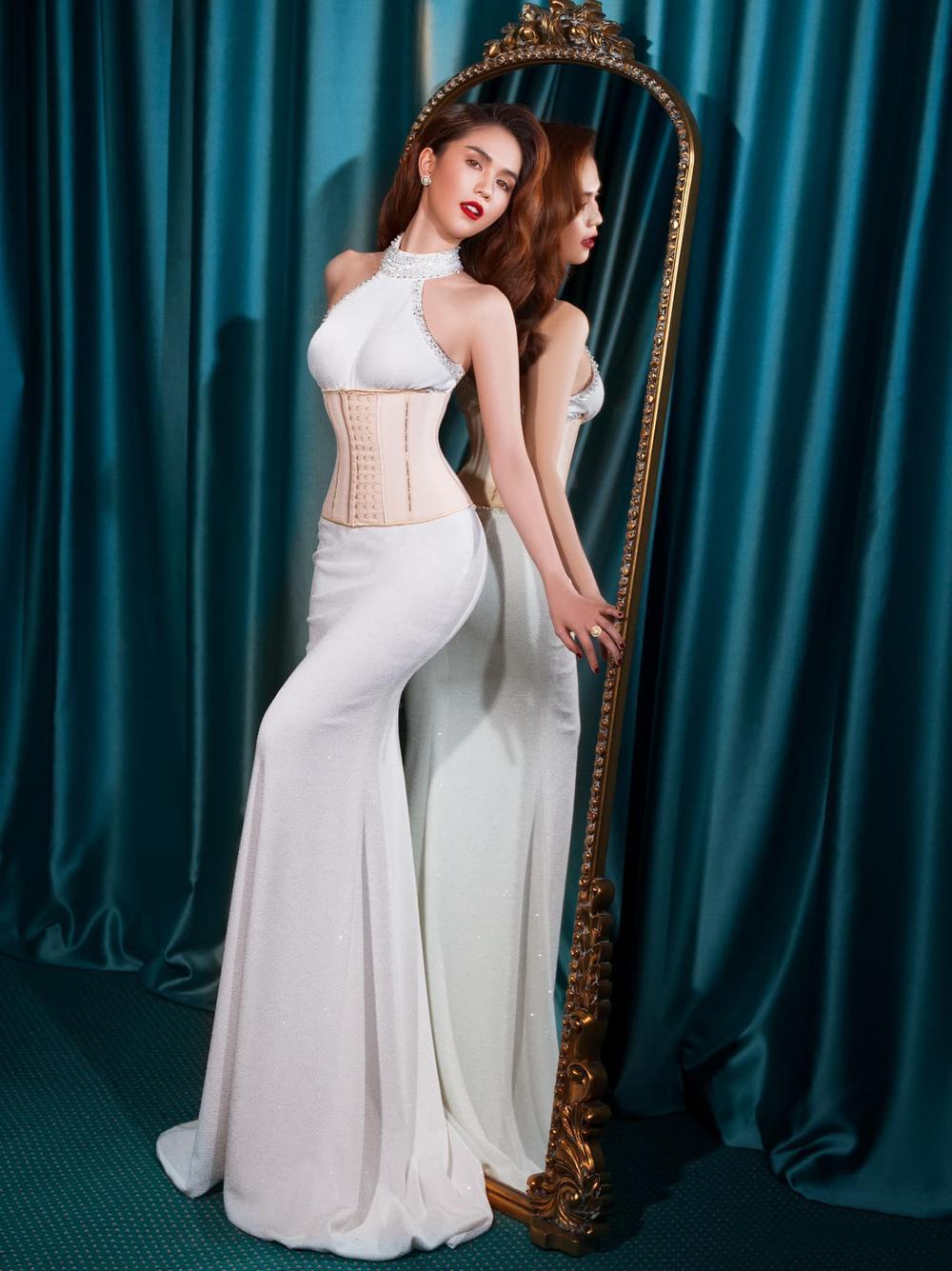 'Nữ hoàng nội y' Ngọc Trinh diện váy corset khoe body đồng hồ cát vạn người mê Ảnh 1
