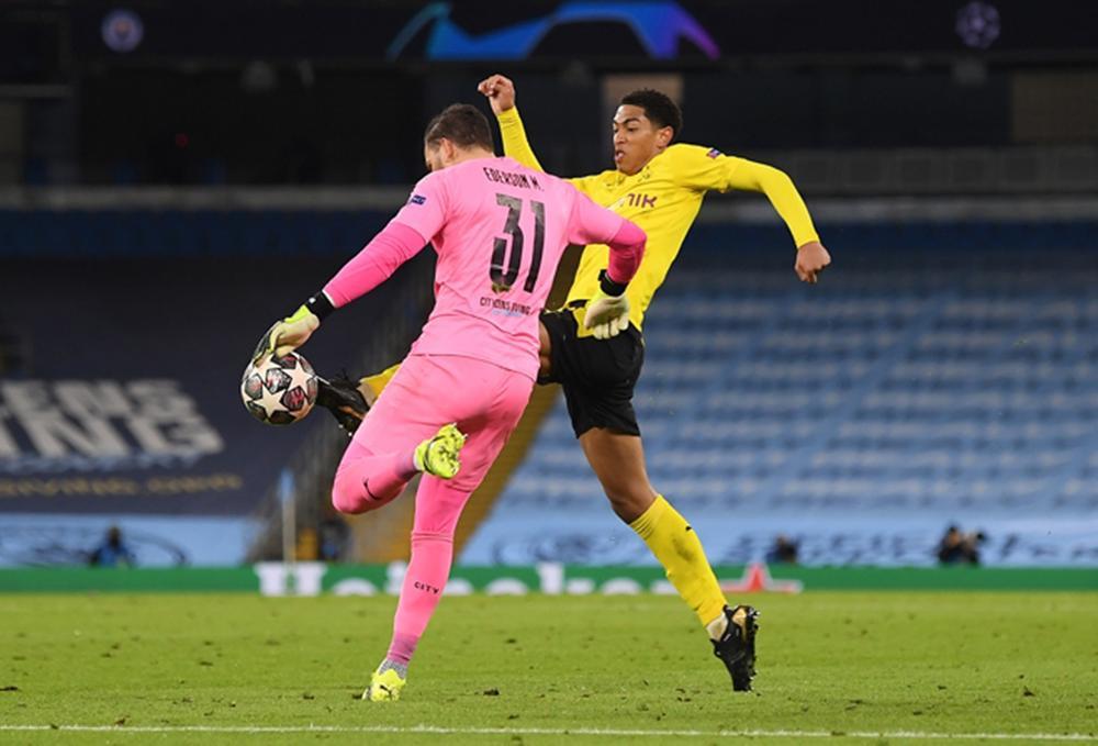Man City 2-1 Dortmund: Trọng tài gây tranh cãi, VAR bất lực Ảnh 1