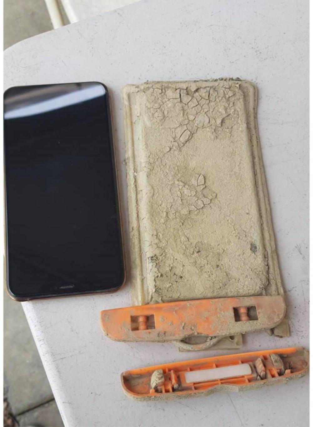 iPhone 11 Pro Max rơi xuống đáy hồ suốt 1 năm và cái kết khó tin nhưng có thật Ảnh 5