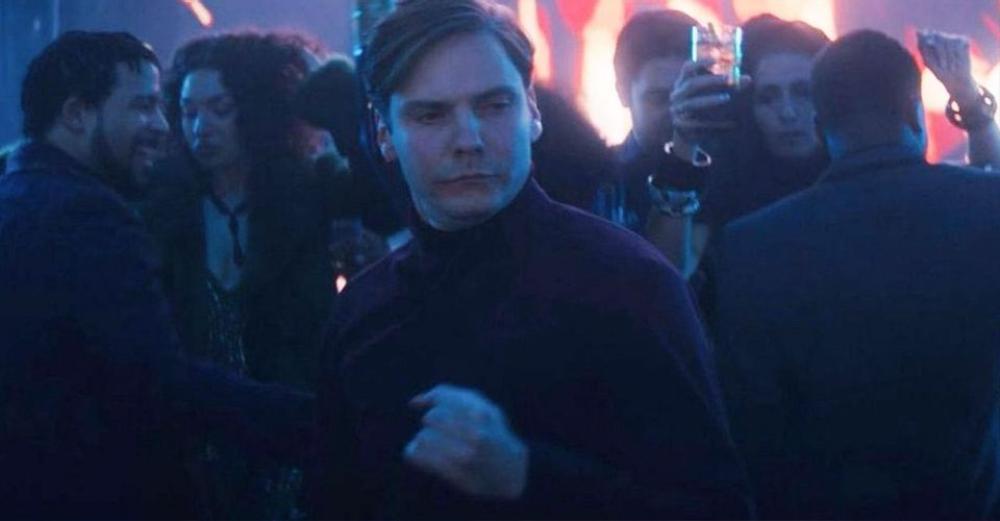 Loạt khoảnh khắc chứng minh 'The Falcon and the Winter Soldier' đích thị là phim đam mỹ trá hình Ảnh 7