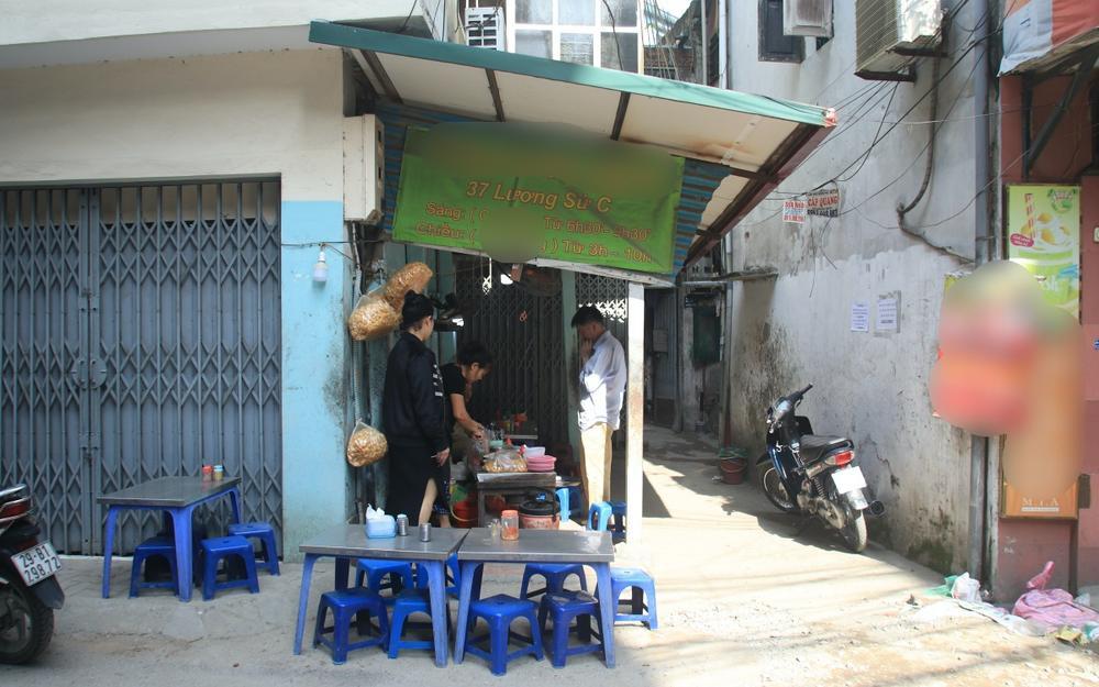 Chủ quán cháo có tiếng ở Hà Nội nói gì khi bị khách 'tố' phát hiện ổ giòi lúc nhúc trong miếng sườn Ảnh 3