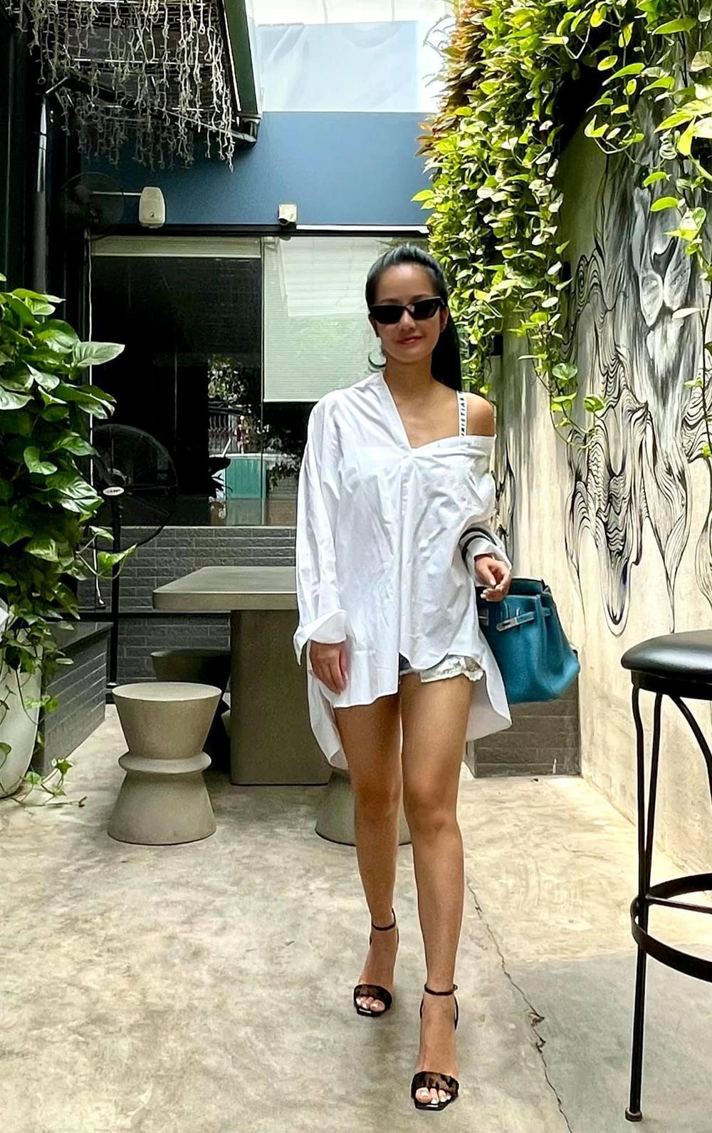 Diva Hồng Nhung 'cưa sừng làm nghé' với style giấu quần, khoe đôi chân nuột không cần photoshop Ảnh 1