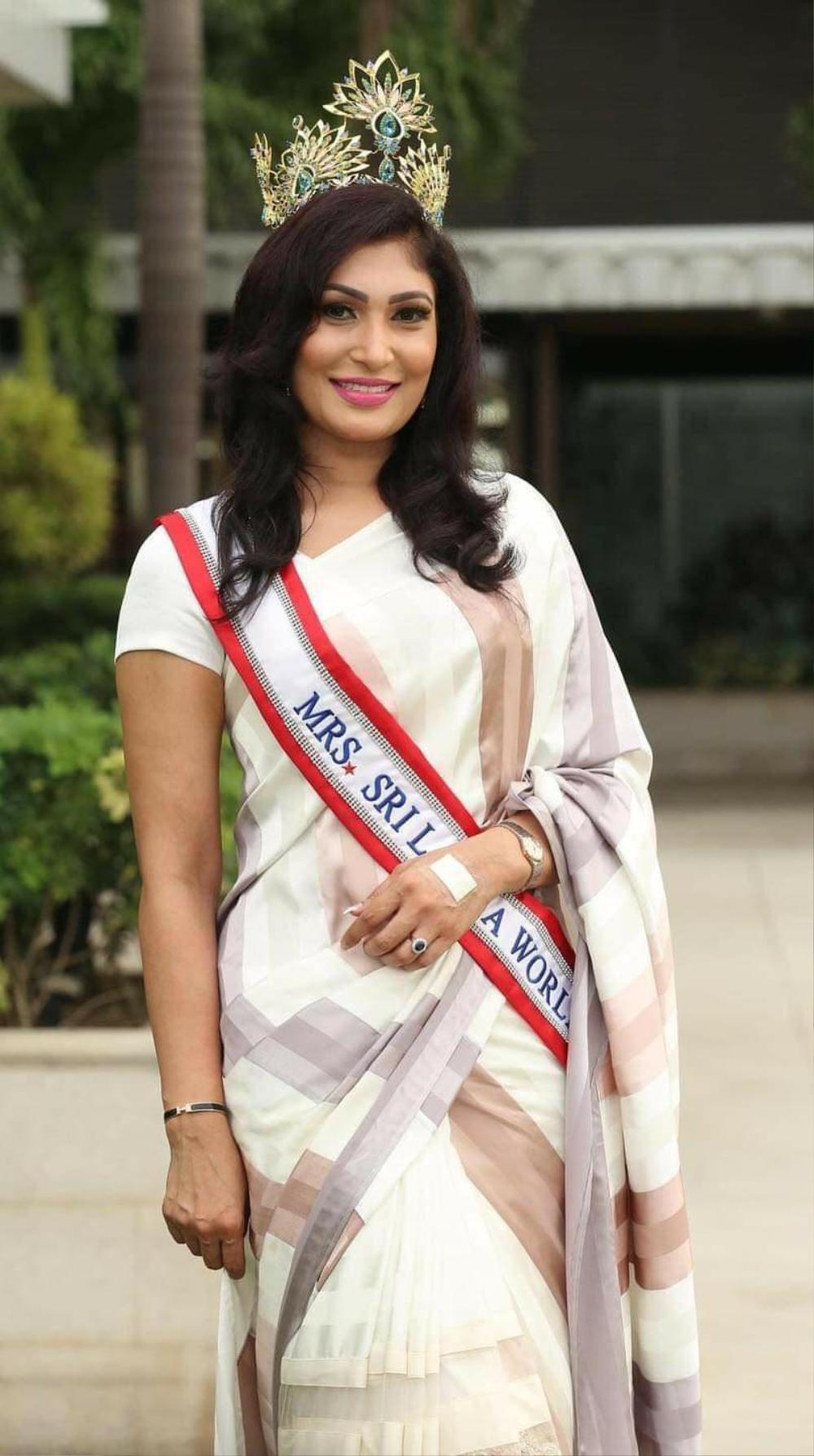 Mới đăng quang hoa hậu, quý bà Sri Lanka bị giật vương miện trên sân khấu, chấn thương phải nhập viện Ảnh 2