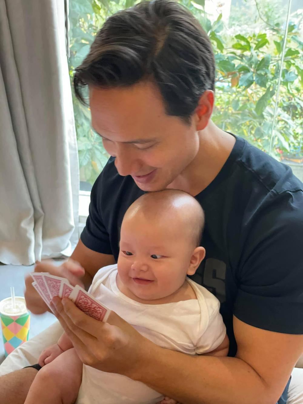Con trai út nhà Hà Hồ - Leon ngạc nhiên tột độ khi nghe siêu hit 8 tỷ view Baby Shark 'xào nấu' tên mình Ảnh 3