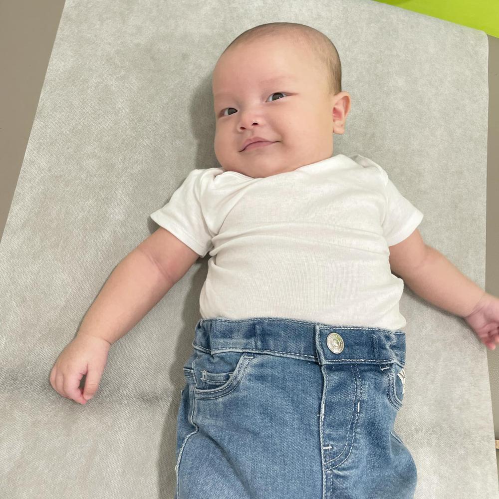 Con trai út nhà Hà Hồ - Leon ngạc nhiên tột độ khi nghe siêu hit 8 tỷ view Baby Shark 'xào nấu' tên mình Ảnh 2