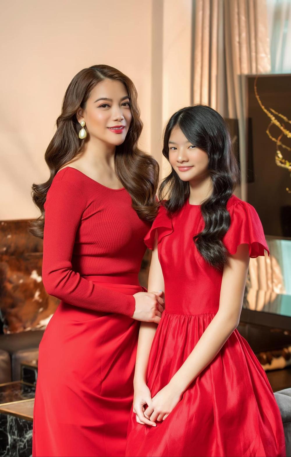 Sau bao lần bị chê tơi tả, Trương Ngọc Ánh xuất hiện gợi cảm, lên đồ đôi xinh đẹp cùng con gái Ảnh 9