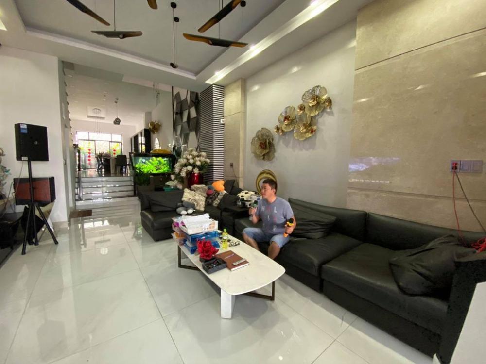 Nội thất tổ ấm sang chảnh và bộ sưu tập túi hiệu 'siêu khủng' của vợ chồng Kinh Quốc Ảnh 4