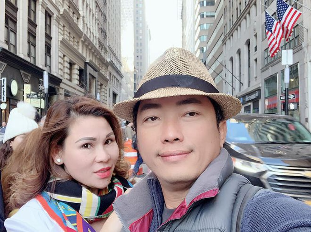 Dân mạng phát hiện kiểu chụp hình 100 kiểu như 1 của vợ chồng Kinh Quốc - Thu Trà: Nhìn cứ ngỡ ghép ảnh! Ảnh 1