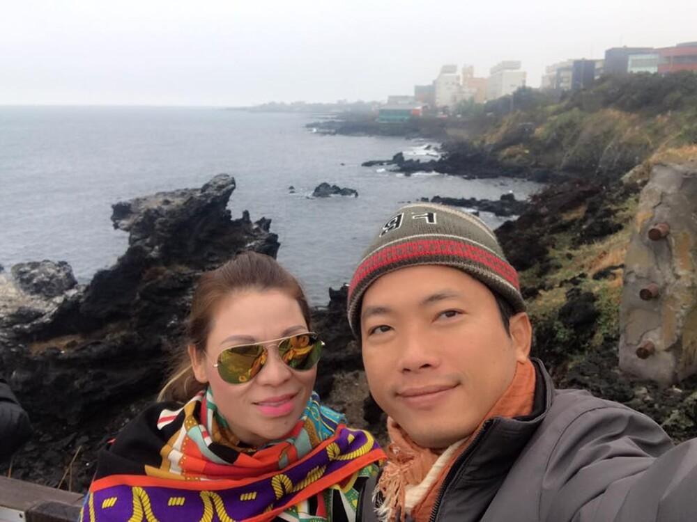 Dân mạng phát hiện kiểu chụp hình 100 kiểu như 1 của vợ chồng Kinh Quốc - Thu Trà: Nhìn cứ ngỡ ghép ảnh! Ảnh 2
