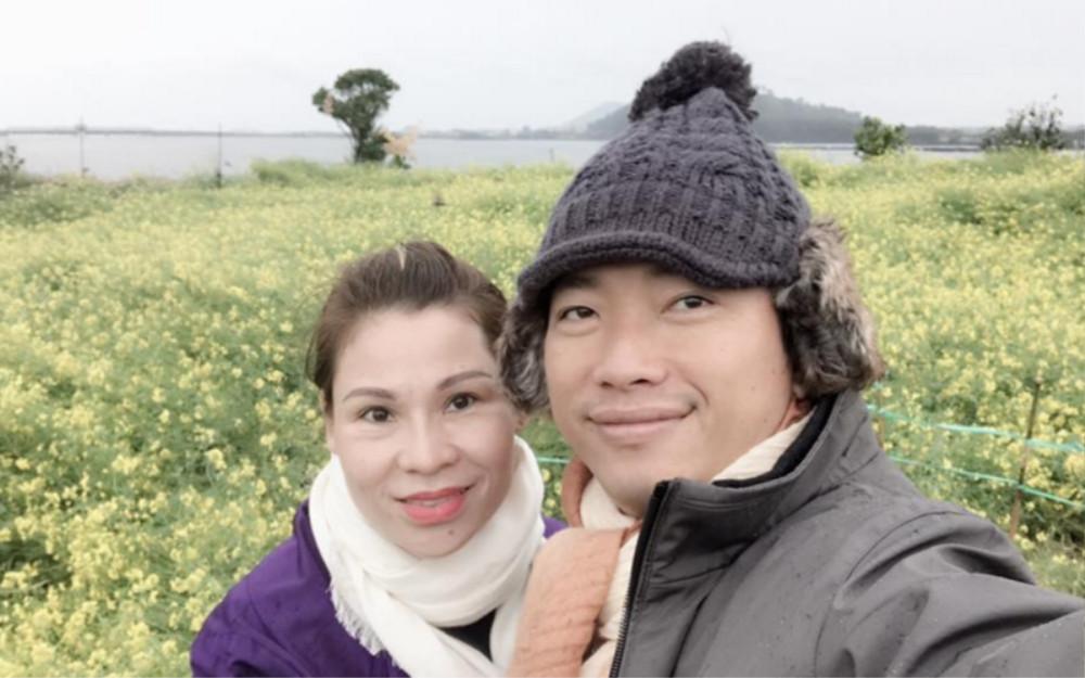 Dân mạng phát hiện kiểu chụp hình 100 kiểu như 1 của vợ chồng Kinh Quốc - Thu Trà: Nhìn cứ ngỡ ghép ảnh! Ảnh 3