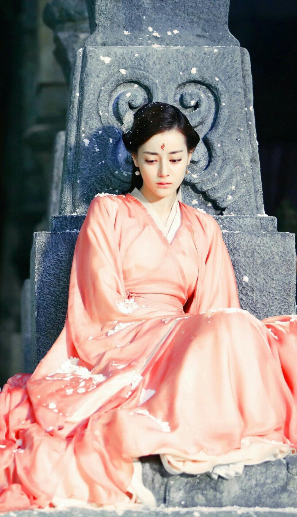 Địch Lệ Nhiệt Ba rất đẹp nhưng liệu có thích hợp đóng phim cổ trang? Ảnh 9