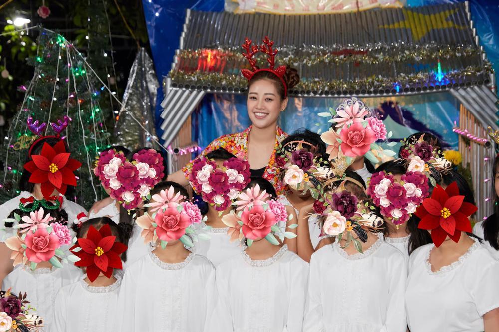 Khánh Vân cuốn hút với ảnh profile Miss Universe 2020: Đại sứ giải cứu trẻ em lay động fan sắc đẹp Ảnh 4