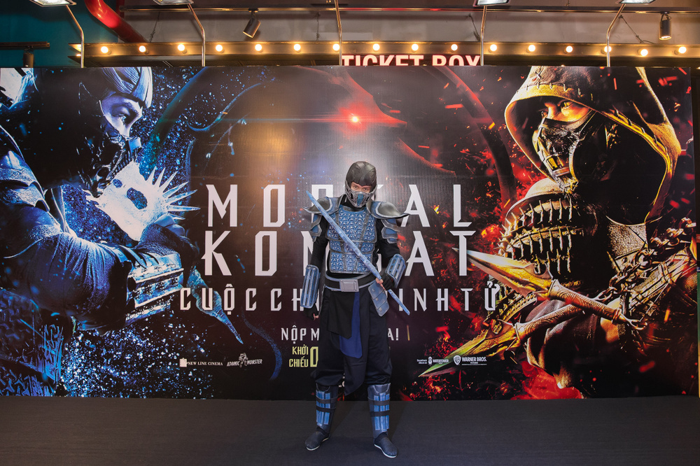 Huỳnh Anh tình tứ khoác tay bạn gái 'single mom', ViruSs lẻ bóng đi dự họp báo 'Mortal Kombat' Ảnh 11