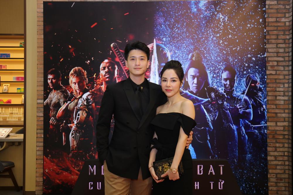 Huỳnh Anh tình tứ khoác tay bạn gái 'single mom', ViruSs lẻ bóng đi dự họp báo 'Mortal Kombat' Ảnh 3
