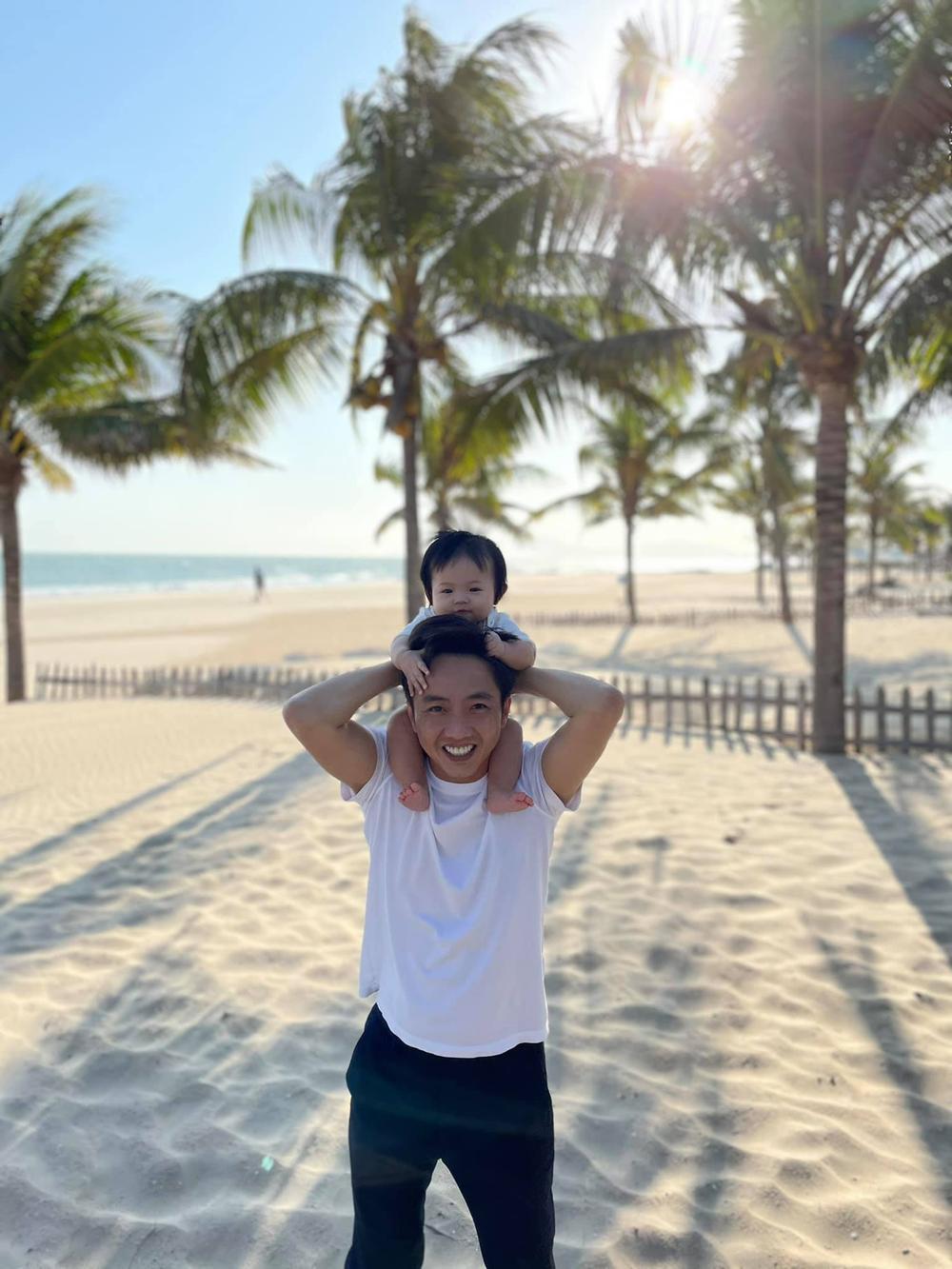 Cường Đô La - Đàm Thu Trang đưa con gái Suchin đi dạo phố bằng xe máy 'lạ' Ảnh 5