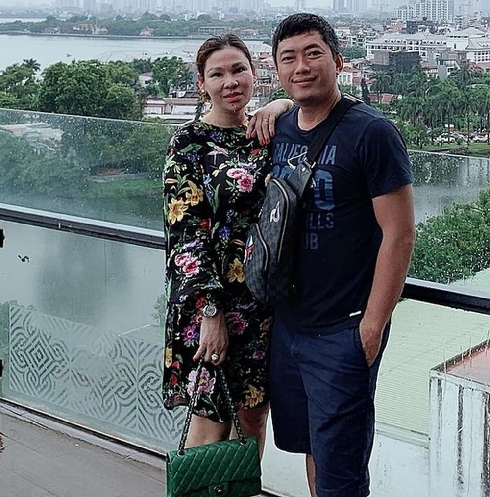 Giàu có, sử dụng đồ hiệu sang chảnh nhưng vợ Kinh Quốc chưa một lần đóng góp cho địa phương Ảnh 2