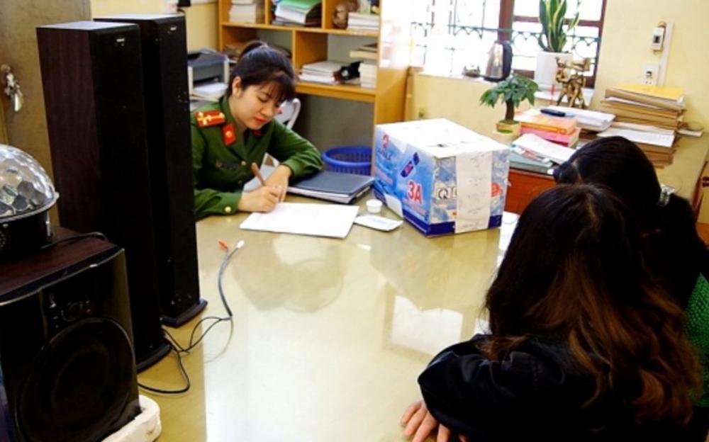 Hà Giang: Bắt 4 đối tượng sử dụng ma tuý trong phòng karaoke, 'bay lắc' Ảnh 1