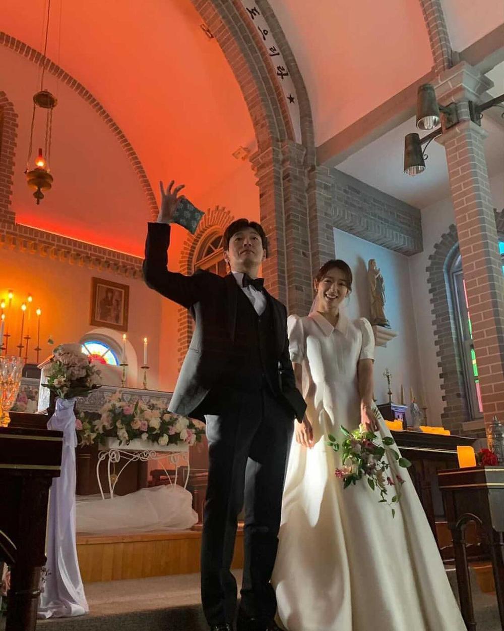 Park Shin Hye khoe ảnh cưới đẹp ngút ngàn bên chồng tài tử! Ảnh 4