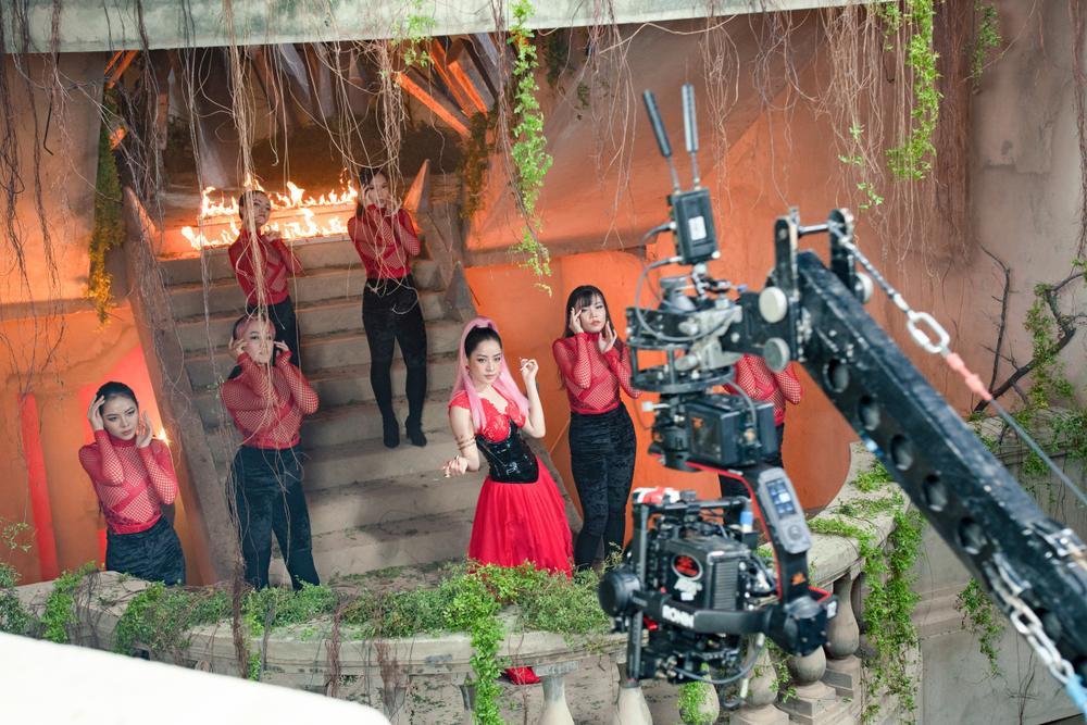 Hóa ra Victor Vũ mời Chi Pu tham gia 'Thiên thần hộ mệnh' để... hát nhạc phim? Ảnh 6