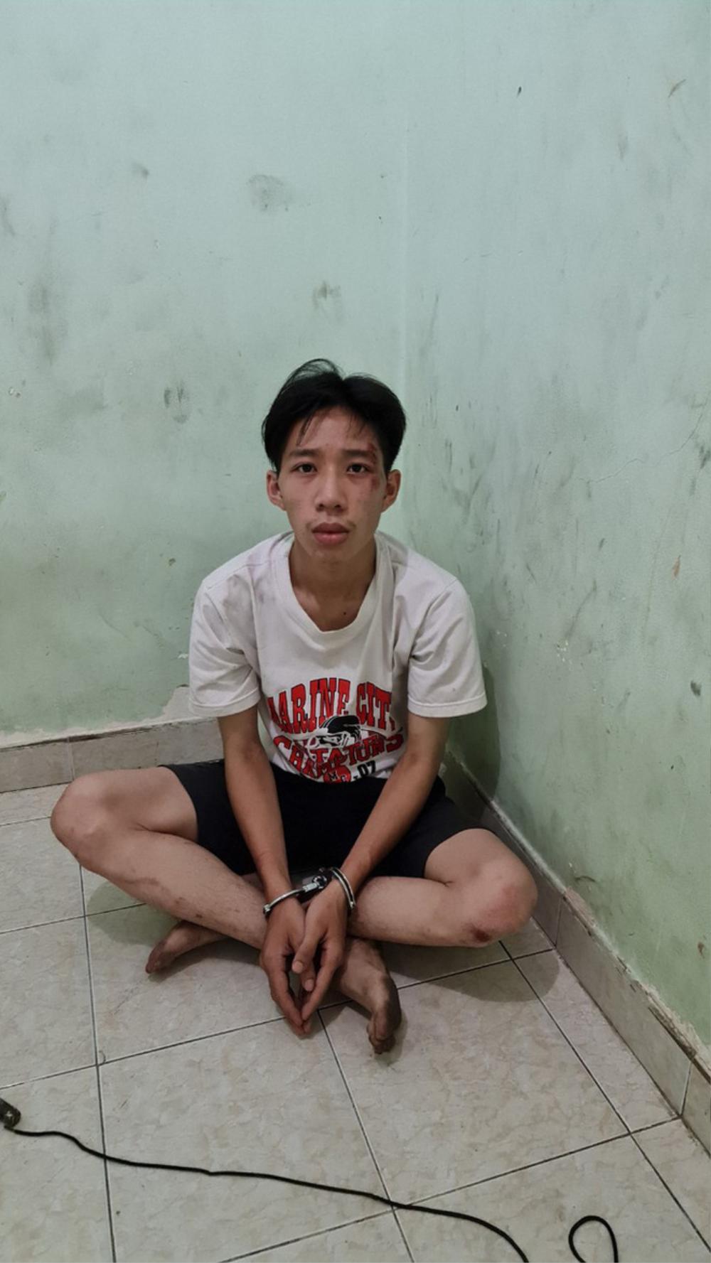 Nam thanh niên cầm dao gí vào cổ tài xế xe buýt yêu cầu chở đi miền Tây để trốn gia đình Ảnh 1
