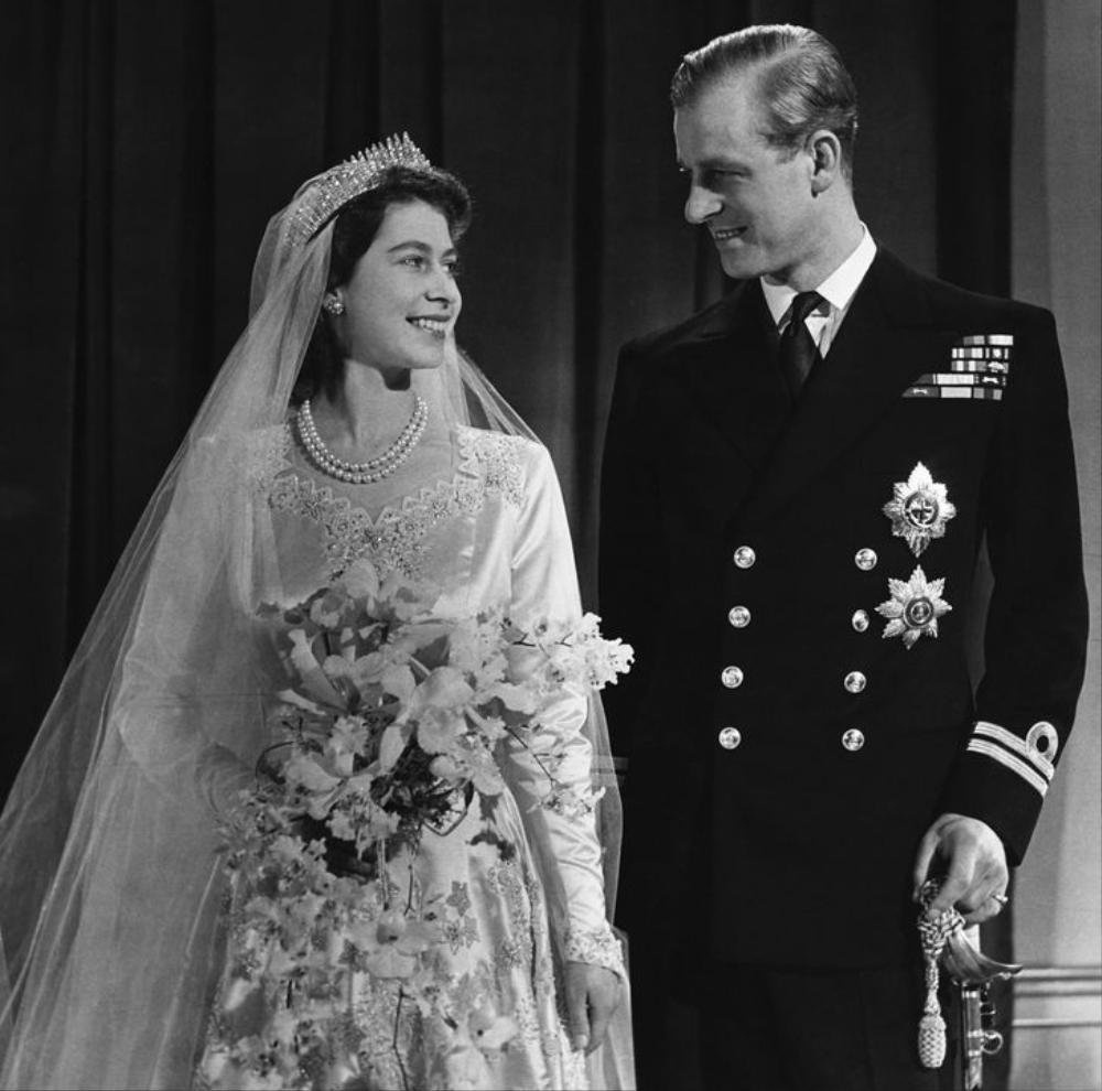 Câu chuyện chưa kể về buổi gặp gỡ khiến Nữ hoàng Elizabeth phải lòng Hoàng thân Philip Ảnh 3