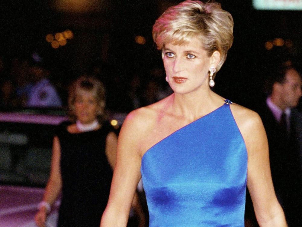 Bí ẩn tủ đồ Hoàng gia: Vì sao Công nương Diana cắt kiểu tóc pixie 'nghịch ngợm'? Ảnh 1