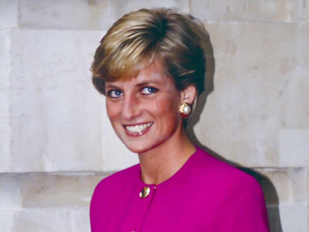 Bí ẩn tủ đồ Hoàng gia: Vì sao Công nương Diana cắt kiểu tóc pixie 'nghịch ngợm'? Ảnh 2