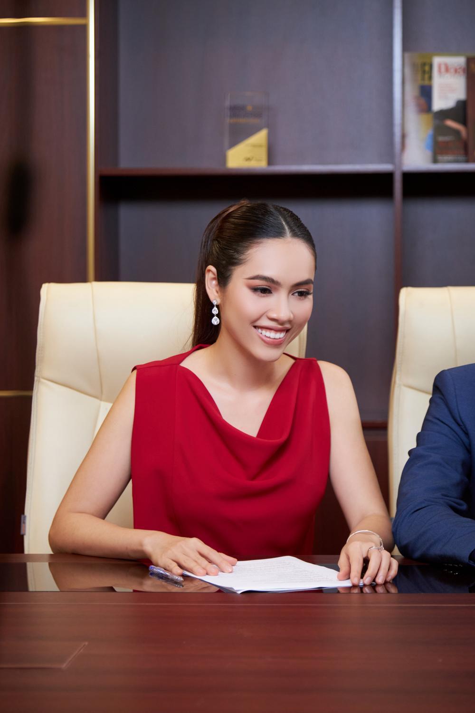 Nhiệt tình giúp Khánh Vân, Hoàng Thùy bị Hoàng My chỉnh tiếng Anh: 'Tất nhiên là không ai ủng hộ rồi' Ảnh 3