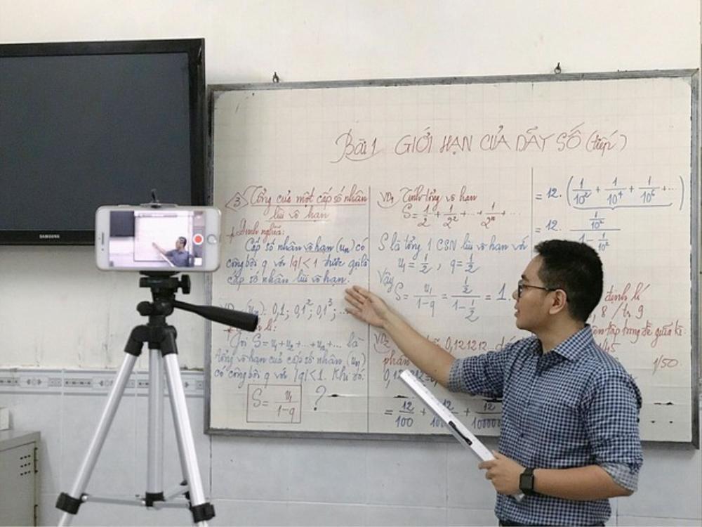 Sinh viên đại học được bảo vệ tốt nghiệp online từ 3/5/2021 Ảnh 1