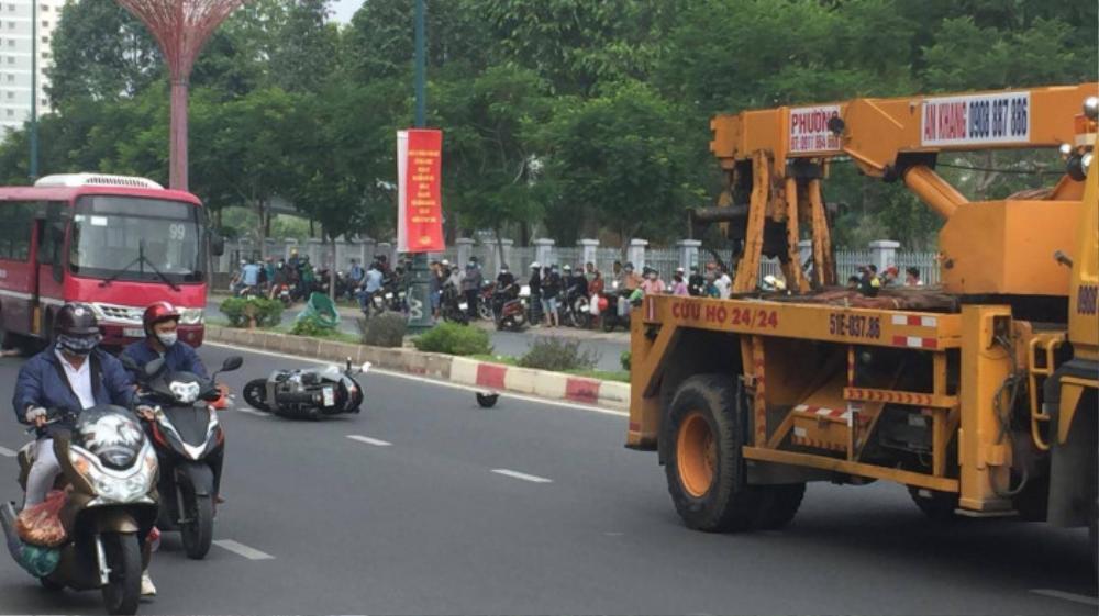 Hà Nội: Sang đường ẩu, người đàn ông bị xe buýt cuốn vào gầm tử vong Ảnh 2