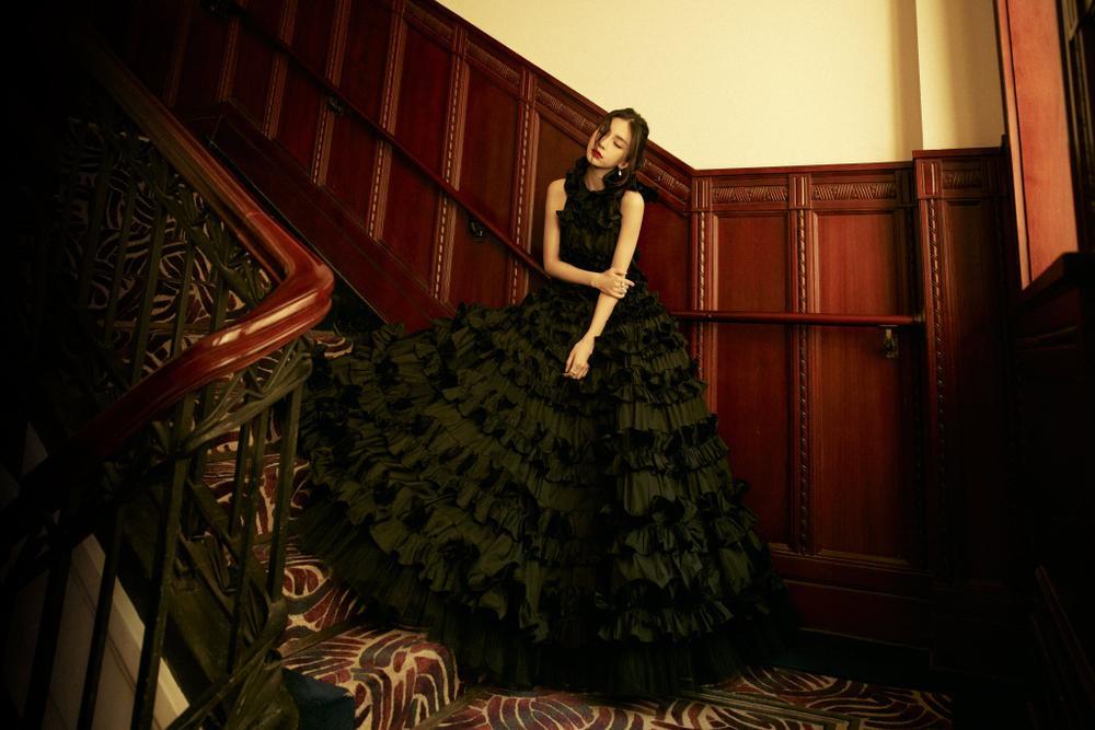 Khó lòng cưỡng nổi sức hút từ Angelababy khi diện váy lộng lẫy như thiên nga Ảnh 3