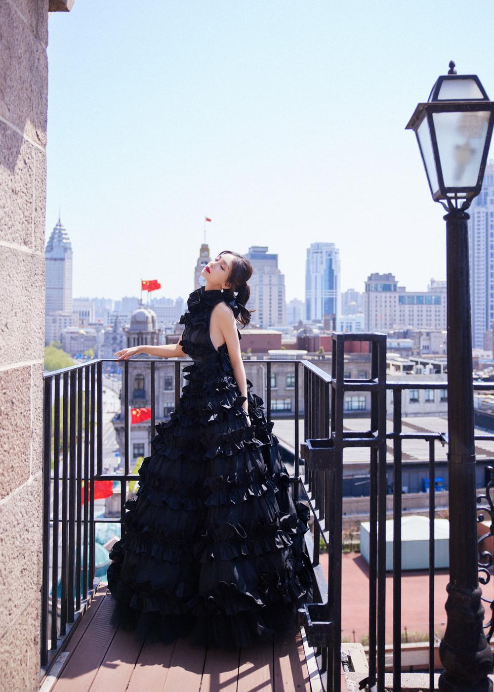 Khó lòng cưỡng nổi sức hút từ Angelababy khi diện váy lộng lẫy như thiên nga Ảnh 4