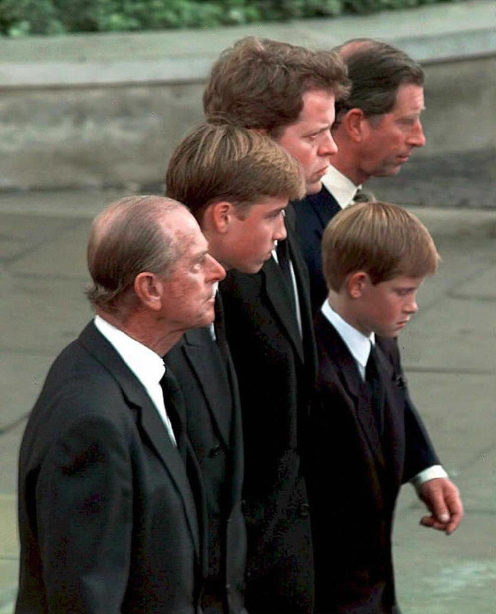 Những khoảnh khắc ngọt ngào nhất của Hoàng thân Philip và Hoàng tử Harry Ảnh 1