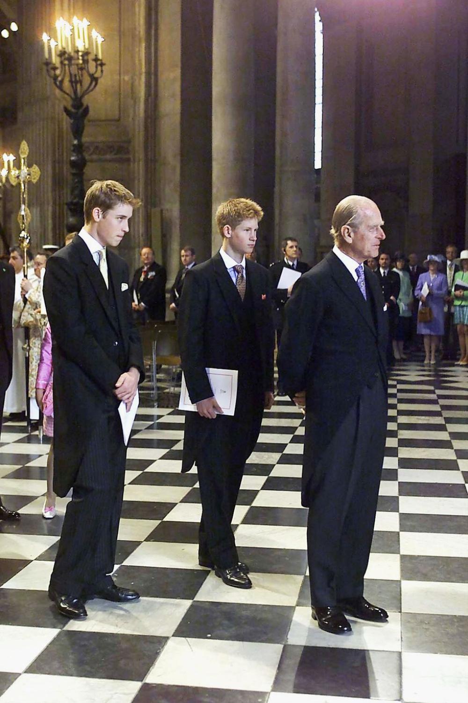 Những khoảnh khắc ngọt ngào nhất của Hoàng thân Philip và Hoàng tử Harry Ảnh 2