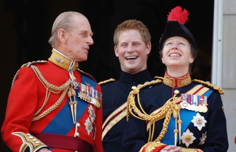 Những khoảnh khắc ngọt ngào nhất của Hoàng thân Philip và Hoàng tử Harry Ảnh 5