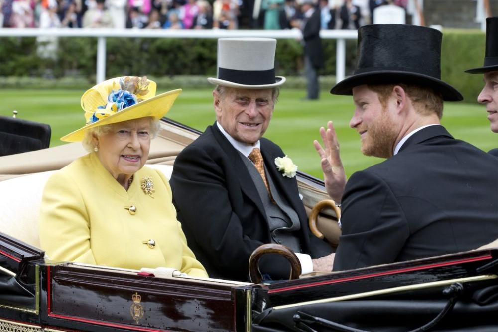 Những khoảnh khắc ngọt ngào nhất của Hoàng thân Philip và Hoàng tử Harry Ảnh 12