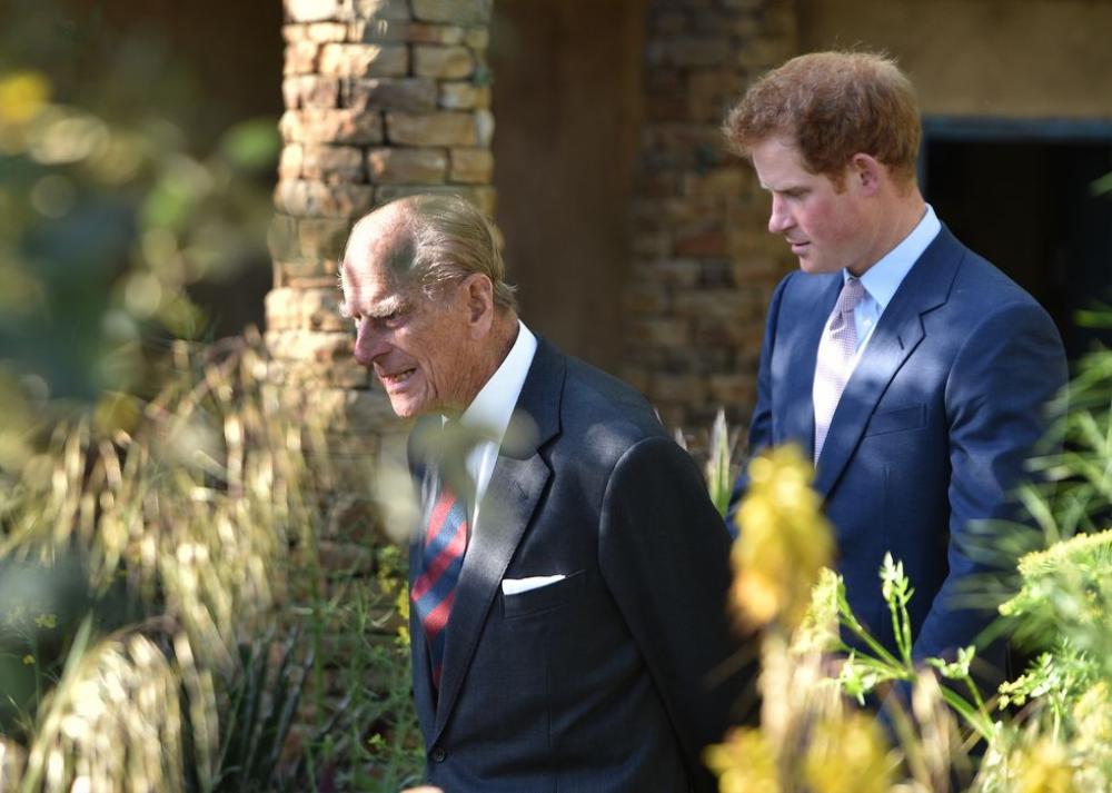 Những khoảnh khắc ngọt ngào nhất của Hoàng thân Philip và Hoàng tử Harry Ảnh 10