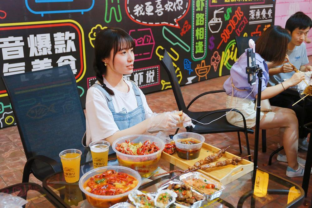 Hồi kết cho trào lưu 'ăn thùng uống vại' của các mukbang vlogger tại Trung Quốc Ảnh 6