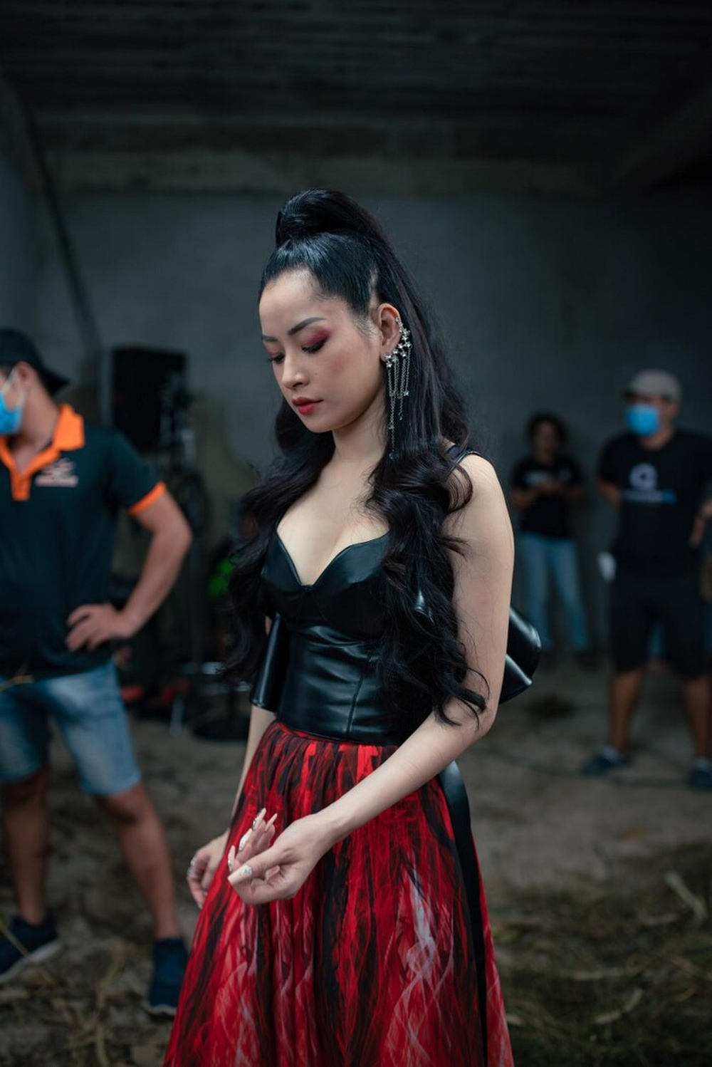 Chi Pu và 'liên hoàn phốt' đạo nhái: Hết mẫu nail giờ đến concept chụp ảnh của CL, Jennie? Ảnh 2