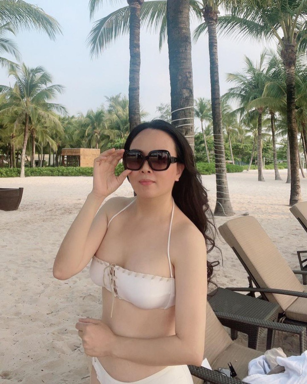 Giữa ồn ào chia tay Quách Ngọc Ngoan, Phượng Chanel tung ảnh bikini khoe body nuột khó tin Ảnh 2