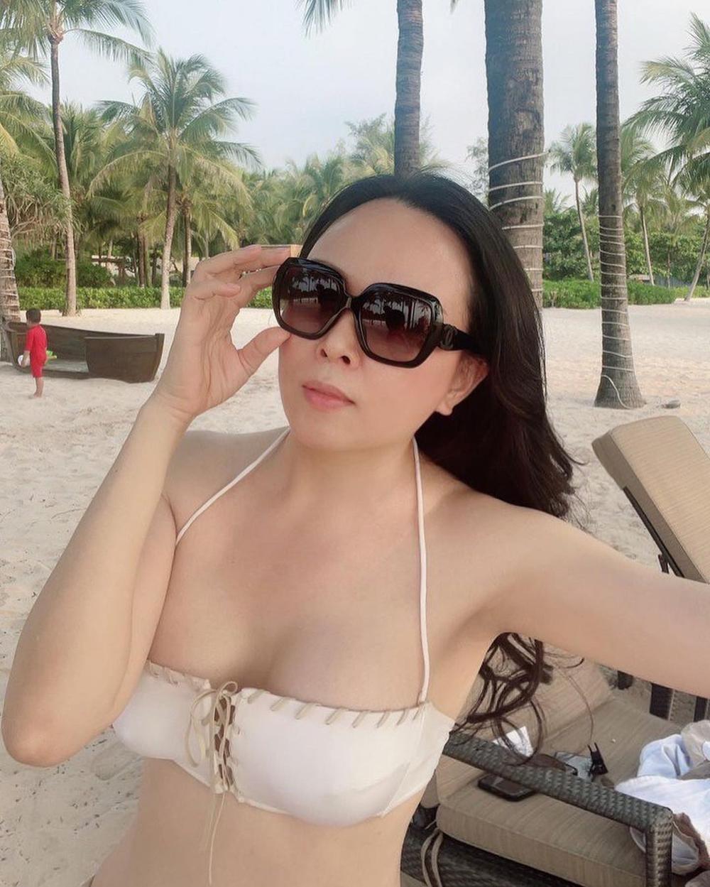 Giữa ồn ào chia tay Quách Ngọc Ngoan, Phượng Chanel tung ảnh bikini khoe body nuột khó tin Ảnh 1