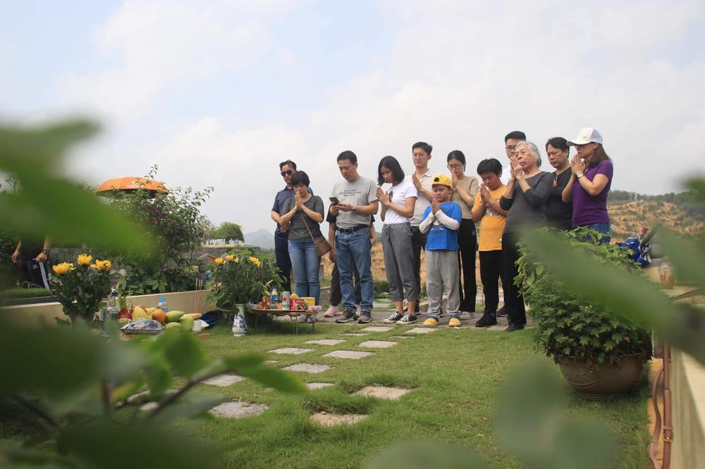 Chùm ảnh: Người Hà Nội đội nắng lên tận Hòa Bình đi tảo mộ Tết Thanh minh Ảnh 4