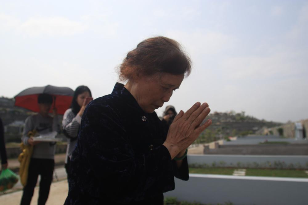 Chùm ảnh: Người Hà Nội đội nắng lên tận Hòa Bình đi tảo mộ Tết Thanh minh Ảnh 6