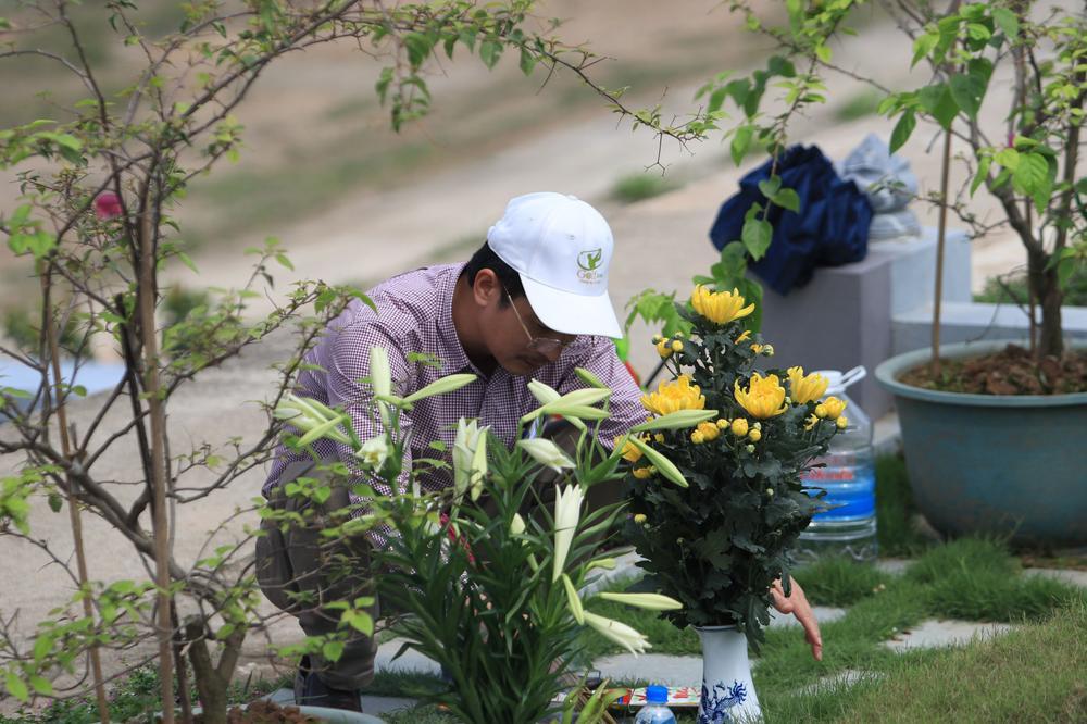 Chùm ảnh: Người Hà Nội đội nắng lên tận Hòa Bình đi tảo mộ Tết Thanh minh Ảnh 7
