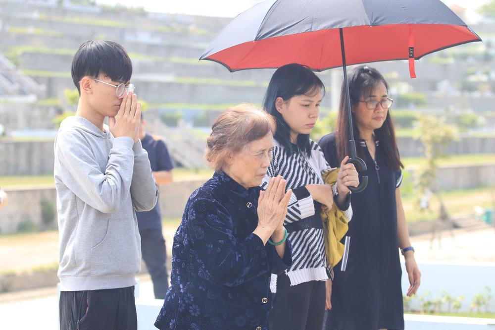 Chùm ảnh: Người Hà Nội đội nắng lên tận Hòa Bình đi tảo mộ Tết Thanh minh Ảnh 2
