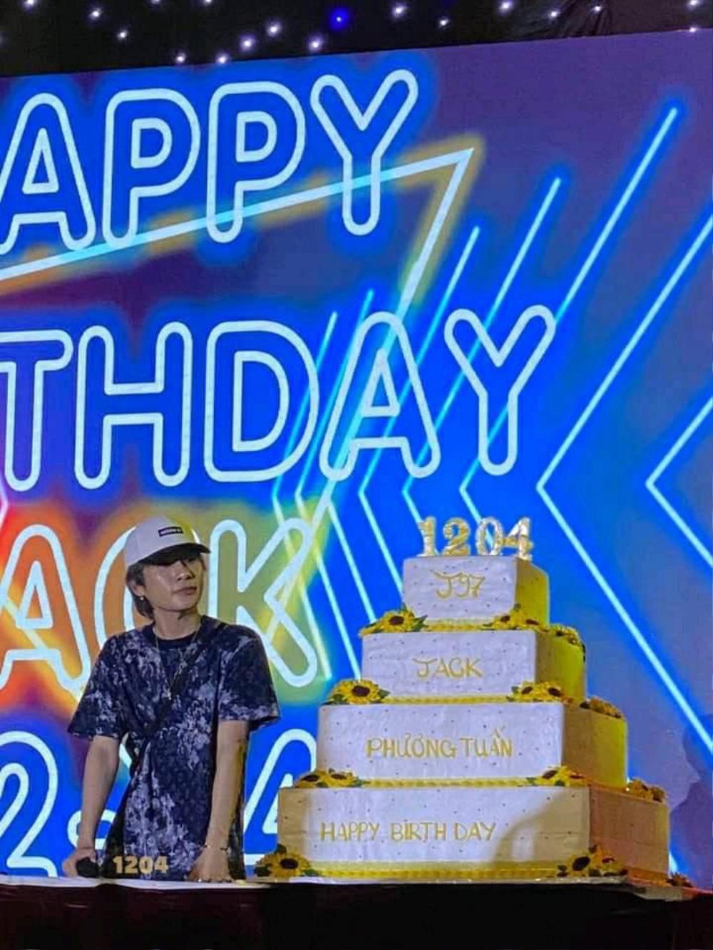 FC Đom đóm đem cả ngôi sao mang tên Jack-J97 tặng cho thần tượng: 'Anh là vị tinh tú' Ảnh 2