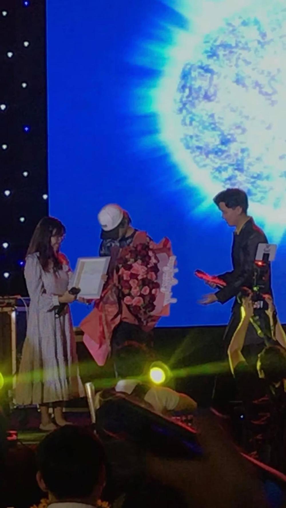 FC Đom đóm đem cả ngôi sao mang tên Jack-J97 tặng cho thần tượng: 'Anh là vị tinh tú' Ảnh 8