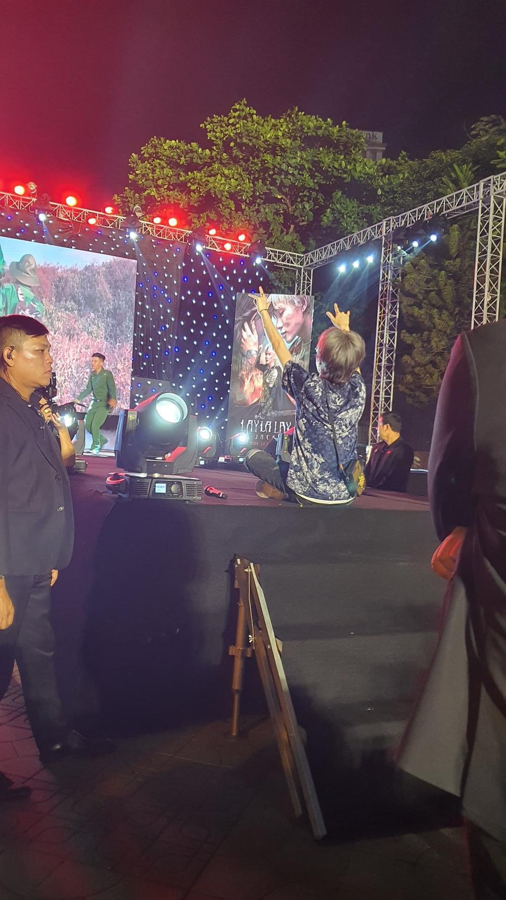 FC Đom đóm đem cả ngôi sao mang tên Jack-J97 tặng cho thần tượng: 'Anh là vị tinh tú' Ảnh 3