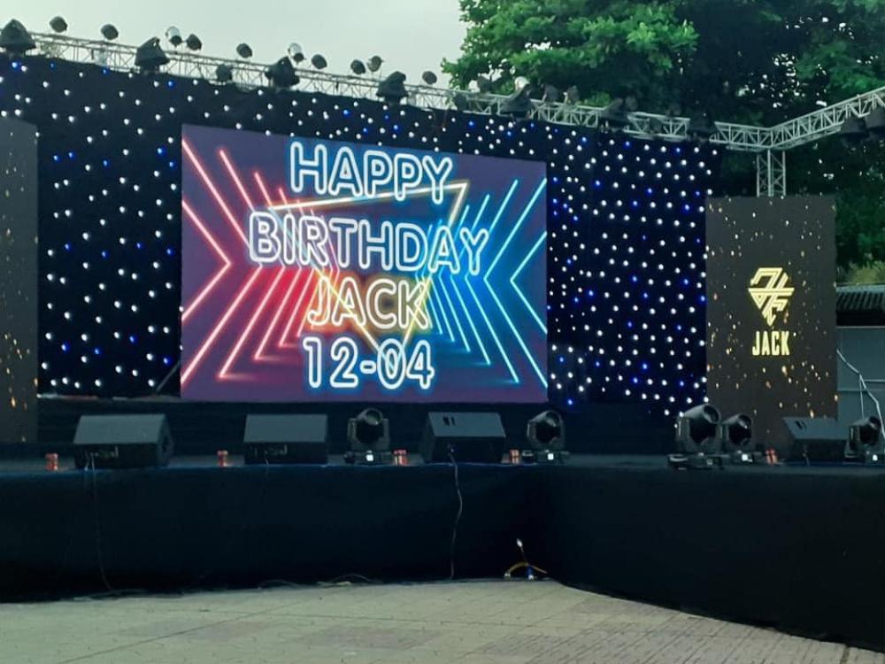 FC Đom đóm đem cả ngôi sao mang tên Jack-J97 tặng cho thần tượng: 'Anh là vị tinh tú' Ảnh 1