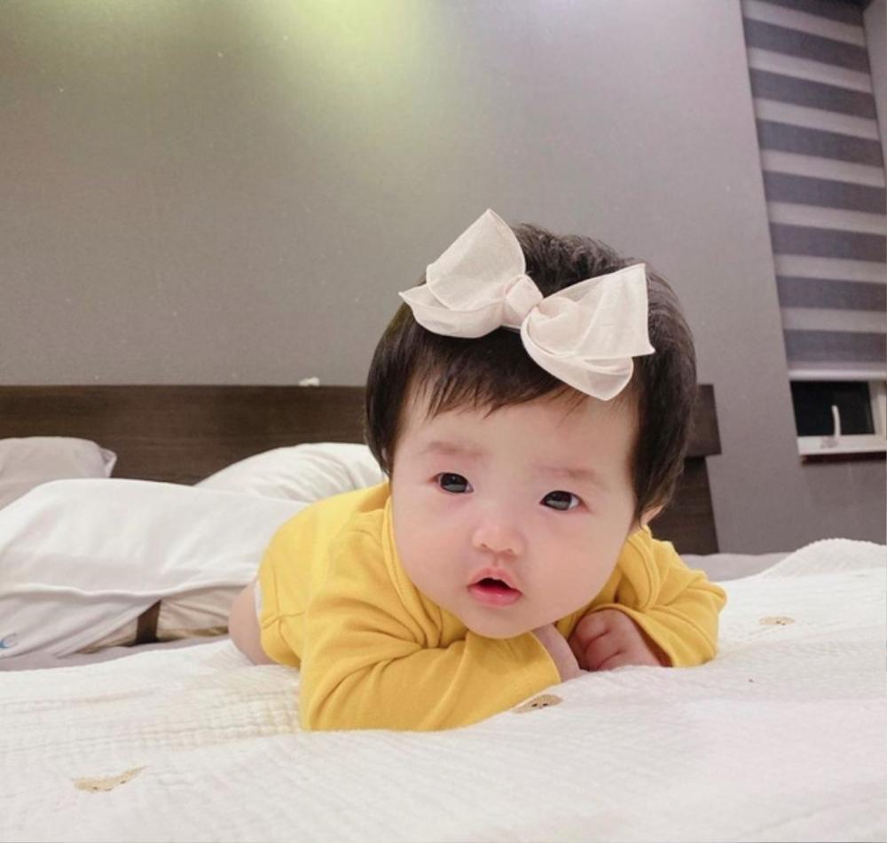 Đông Nhi công khai quản lý mới là bé Winnie, con gái quyền lực cứ thích là cho mẹ 'nghỉ việc' Ảnh 1